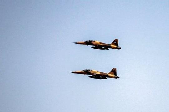 نخستین پرواز جنگنده ایرانی «کوثر» در آسمان تهران