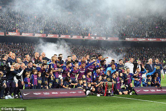 بارسلونا برای بیست و ششمین بار قهرمان لالیگا اسپانیا شد.