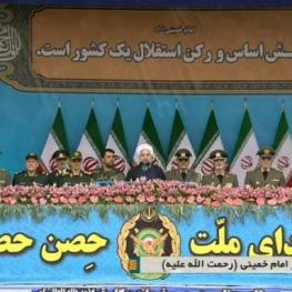رژه بزرگ روز ارتش با حضور رئیس جمهور و فرماندهان عالیرتبه نیروهای مسلح