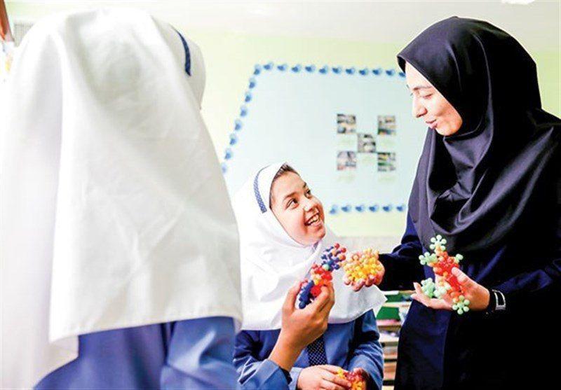 قابل توجه معلمان جدید| احکام پرسنلی با اعمال افزایش حقوق صادر میشود/ پیگیری برای دانشجومعلمان