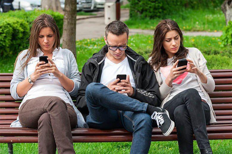 اگر زیاد از تلفن هوشمند استفاده میکنید؛ احتمالا جمجمه شما تغییر شکل یافته و رشد استخوان پسسری شما زیاد میشود!