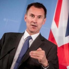 جرمی هانت، وزیر امور خارجه انگلیس: از توقیف دو نفتکش در تنگه هرمز توسط ایران به شدت نگران هستیم