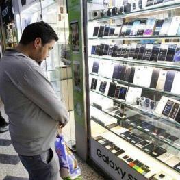 قیمت گوشی متناسب با افت نرخ دلار کاهش نیافت