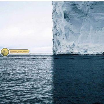 تصویر روز: کوه یخی که کادر را به چهار رنگ مجزا تقسیم کرده است