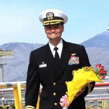 کاپیتان حکیمزاده به زودی فرماندهی یک ناو هواپیمابر ارتش آمریکا به نام «هری ترومن» را به عهده خواهد گرفت