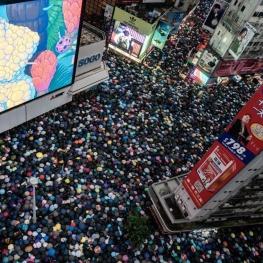 تظاهرات دهها هزار نفری دیروز (یکشنبه) در شهر هنگکنگ علیه چین