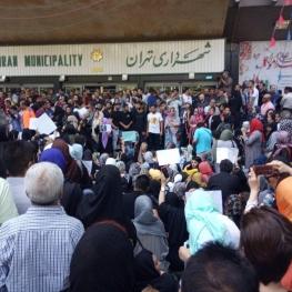 دستگیری تعدادی در تجمع ضد سگ کشی مقابل شهرداری تهران