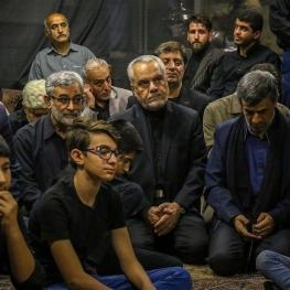 تصویر: احمدینژاد و محمدرضا رحیمی  در مراسم عزاداری
