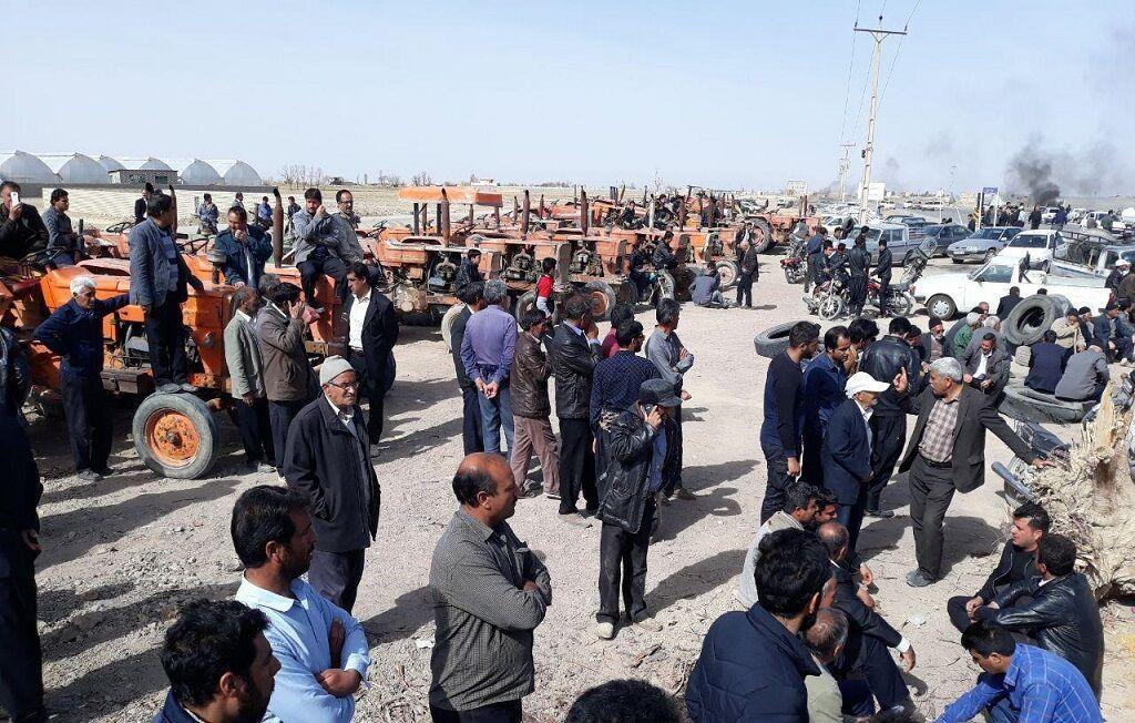 جمعی از کشاورزان اصفهان خواهان اعلام زمان تخصیص آب برای کشت پاییزه شدند