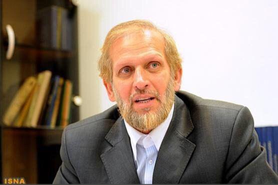 """واکنش """"محمدعلی رامین"""" مشاور مطبوعاتی پیشین محمود احمدینژاد به حضور زنان در آزادی"""
