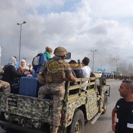 در لبنان شایعه کردهاند که مسئولین دولتی همراه با چمدانهای دلار در حال فرار از این کشور هستند