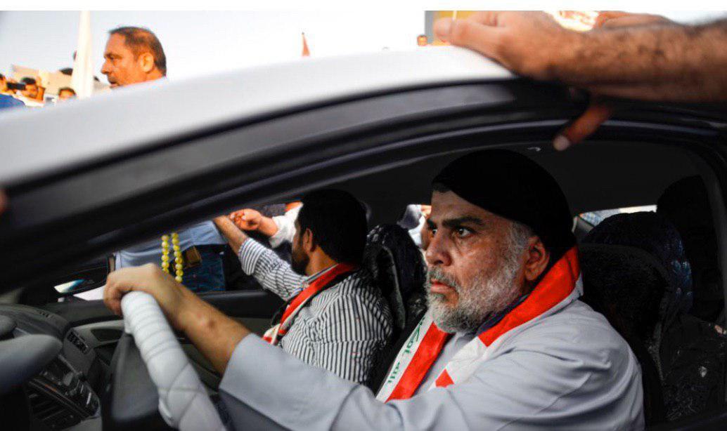 حضور مقتدا صدر در میان تظاهرکنندگان نجف