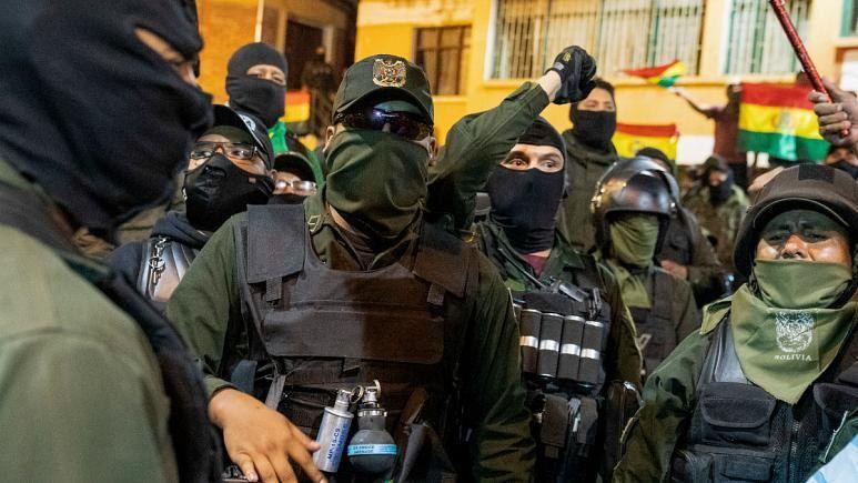 شماری از نیروهای پلیس بولیوی به مخالفان دولت پیوستند؛ مورالس «کودتا» را محکوم کرد