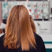 استفاده مکرر از رنگ مو شانس ابتلا به سرطان سینه را در زنان بالا می برد
