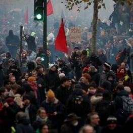 دومین روز اعتصاب سراسری در فرانسه؛ معترضان که هستند و چه میخواهند؟