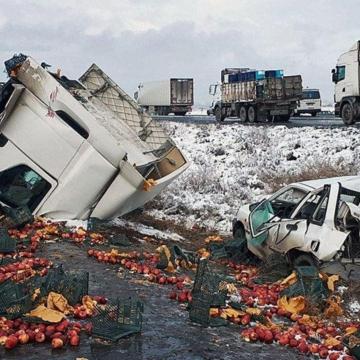 تصادف هولناک ۳۰ خودروی سنگین و سبک در جاده مشهد-سبزوار