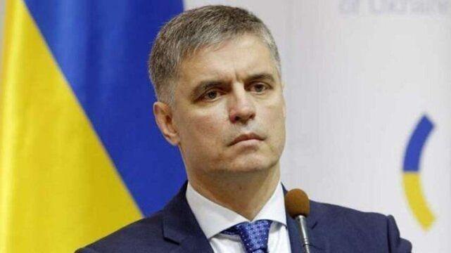 وزیر خارجه اوکراین: برای محل رمزگشایی جعبههای سیاه هواپیما، در حال تصمیمگیری با ایران هستیم