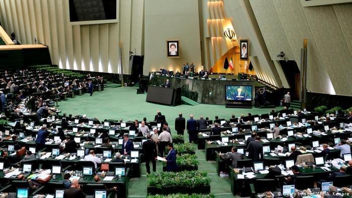 مجلس سه فوریت طرح تعطیلی یکماهه کشور را تصویب کند