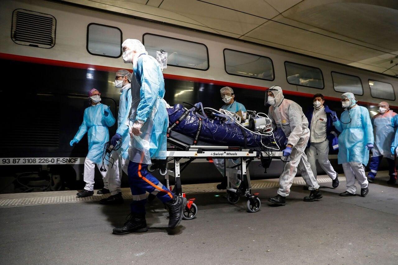 فرانسه بیماران کرونایی را به نقاطی خارج از پاریس منتقل می کند