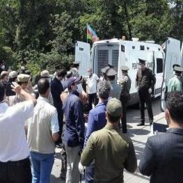 جمهوری آذربایجان ۱۹ محکوم ایرانی را از مرز آستارا تحویل داد