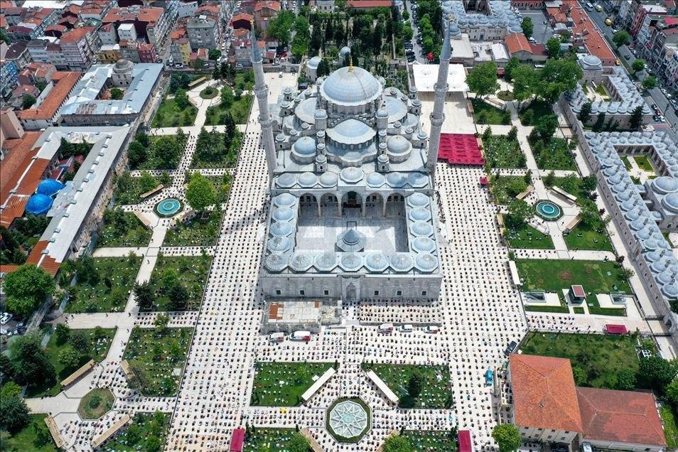 درهای مساجد در سراسر ترکیه از روز جمعه (۲۹ می ۲۰۲۰) به روی نمازگزاران باز شد