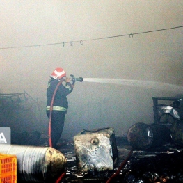آتش سوزی در انبار شرکت فولاد خوزستان به طور کامل مهار شد