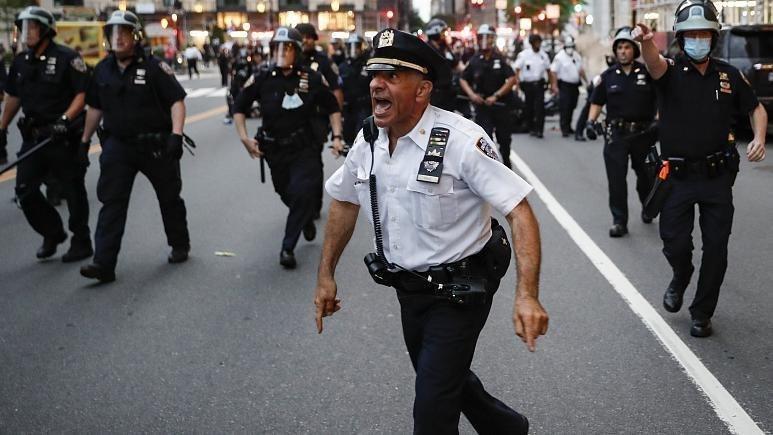 شلیک گلوله و حمله با چاقو به ماموران پلیس نیویورک