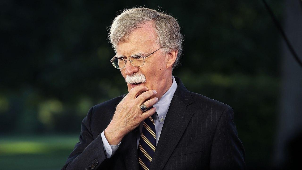 بولتون: عراق باید تجزیه شود؛ هدف آمریکا در ایران باید تغییر حکومت باشد