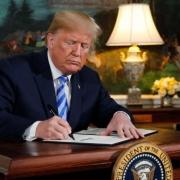 رویترز: ترامپ برای مجازات ناقضان تحریم تسلیحاتی ایران فرمان اجرایی صادر میکند