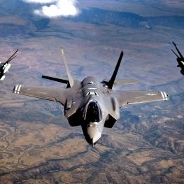 نتانیاهو و گانتس: اسرائیل مخالفتی با فروش تسلیحات از آمریکا به امارات ندارد