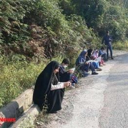 برگزاری کلاس مجازی در کنار جاده
