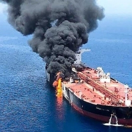 انفجار و آتش سوزی در یک تانکر نفتکش روسیه