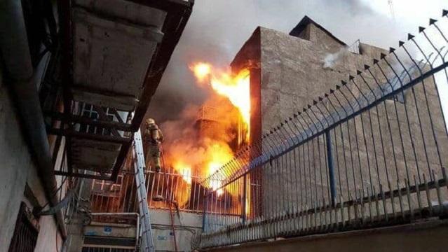 آتش سوزی انبار نخ در خیابان جمهوری