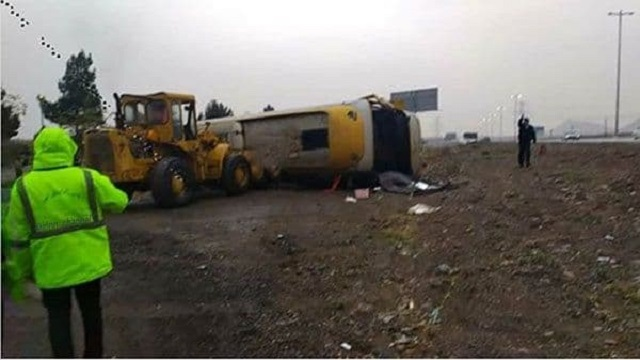 واژگونی اتوبوس در اتوبان کرج – قزوین یک کشته و ۲۰ زخمی برجای گذاشت.