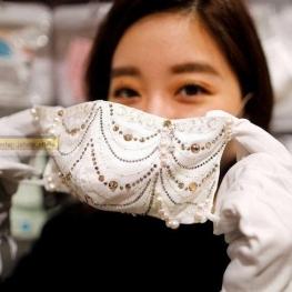 مبارزه با کرونا در ژاپن با ماسک های لوکس میلیون ینی