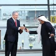 نخستین پرواز تجاری میان دبی و تلآویو انجام شد؛ نتانیاهو شخصا در فرودگاه حاضر شد