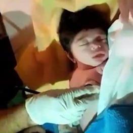لحظه زندهشدن نوزاد ایلامی روی سنگ غسالخانه!