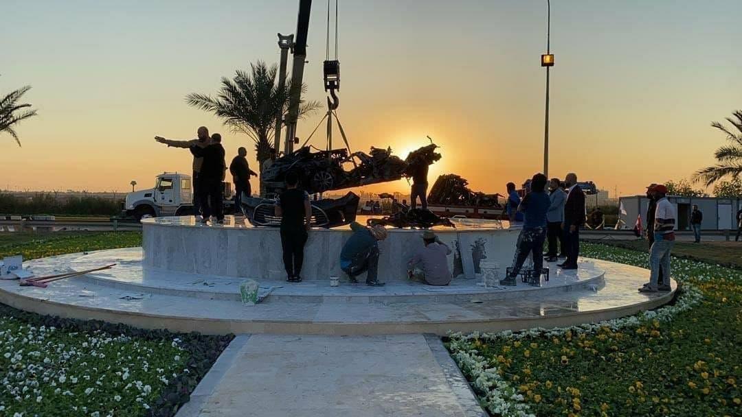 انتقال باقیمانده خودرو حاج قاسم به محل یادمان در فرودگاه بغداد