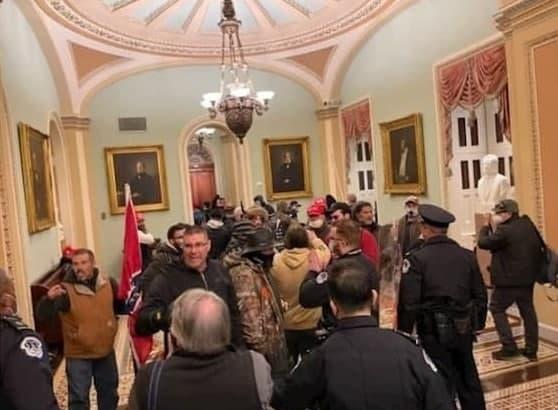 طرفداران ترامپ وارد ساختمان کنگره شدند