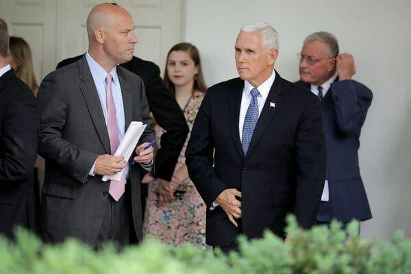 ممانعت ترامپ از ورود رئیس کارکنان پنس به کاخ سفید