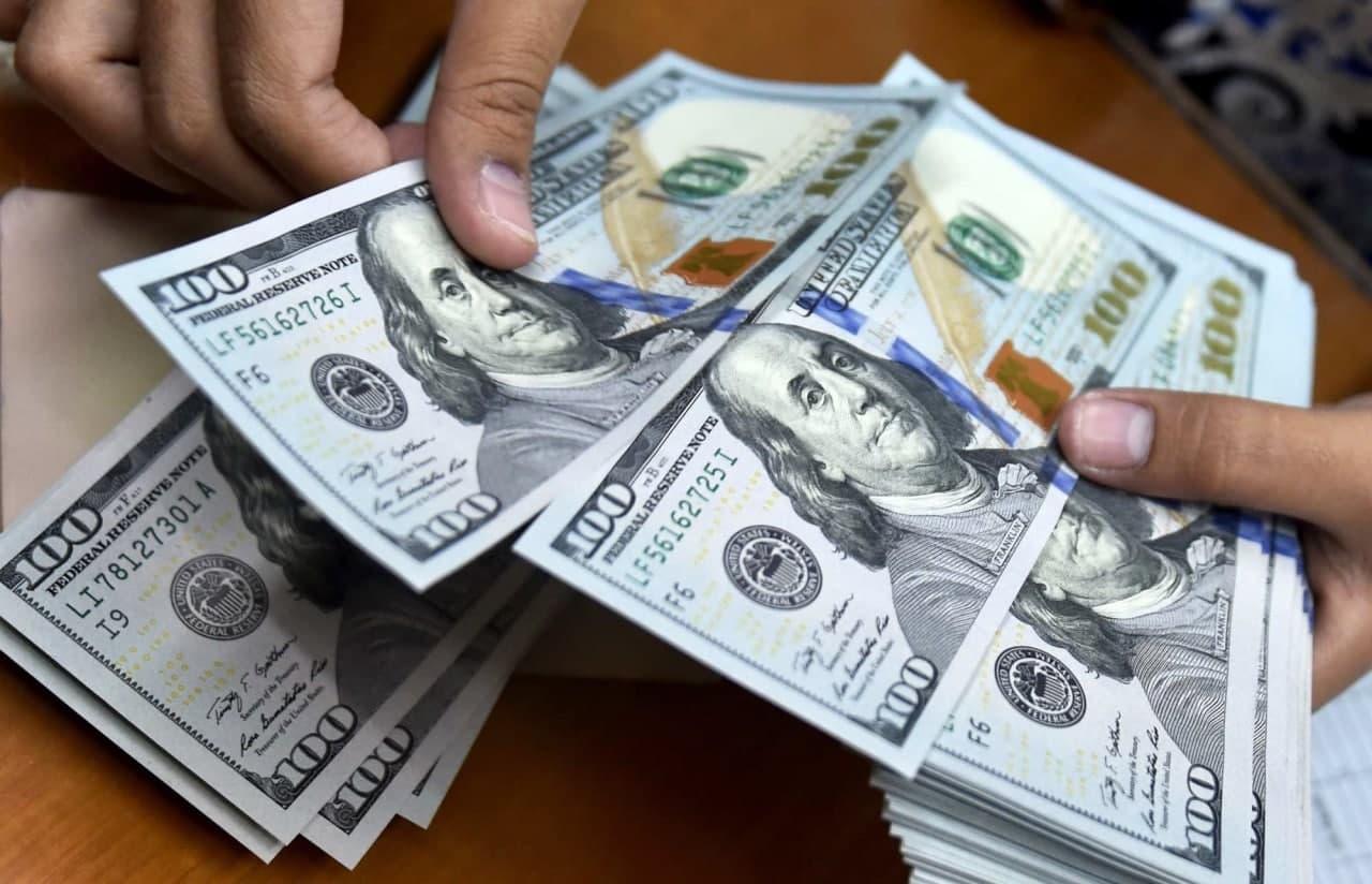 دلار ۱۵ هزار تومانی یعنی ورشکستگی بانک ها و سقوط بورس| نرخ ارز و سکه دوباره صعودی شد