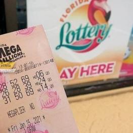 برنده خوش شانس بلیت بخت آزمایی ۱ میلیارد دلاری را برد