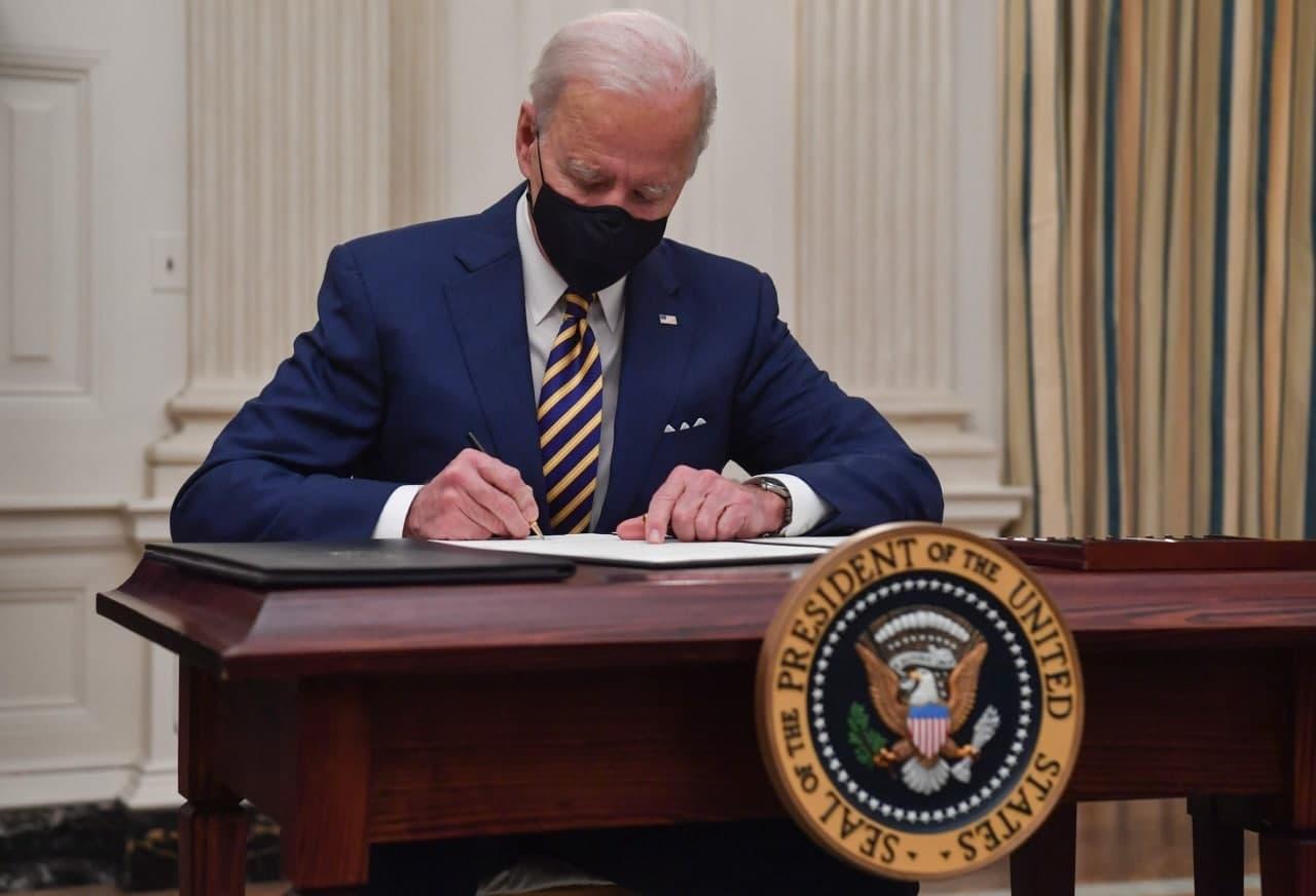 تایمز: بایدن در حال بررسی کاهش تحریم های ایران است