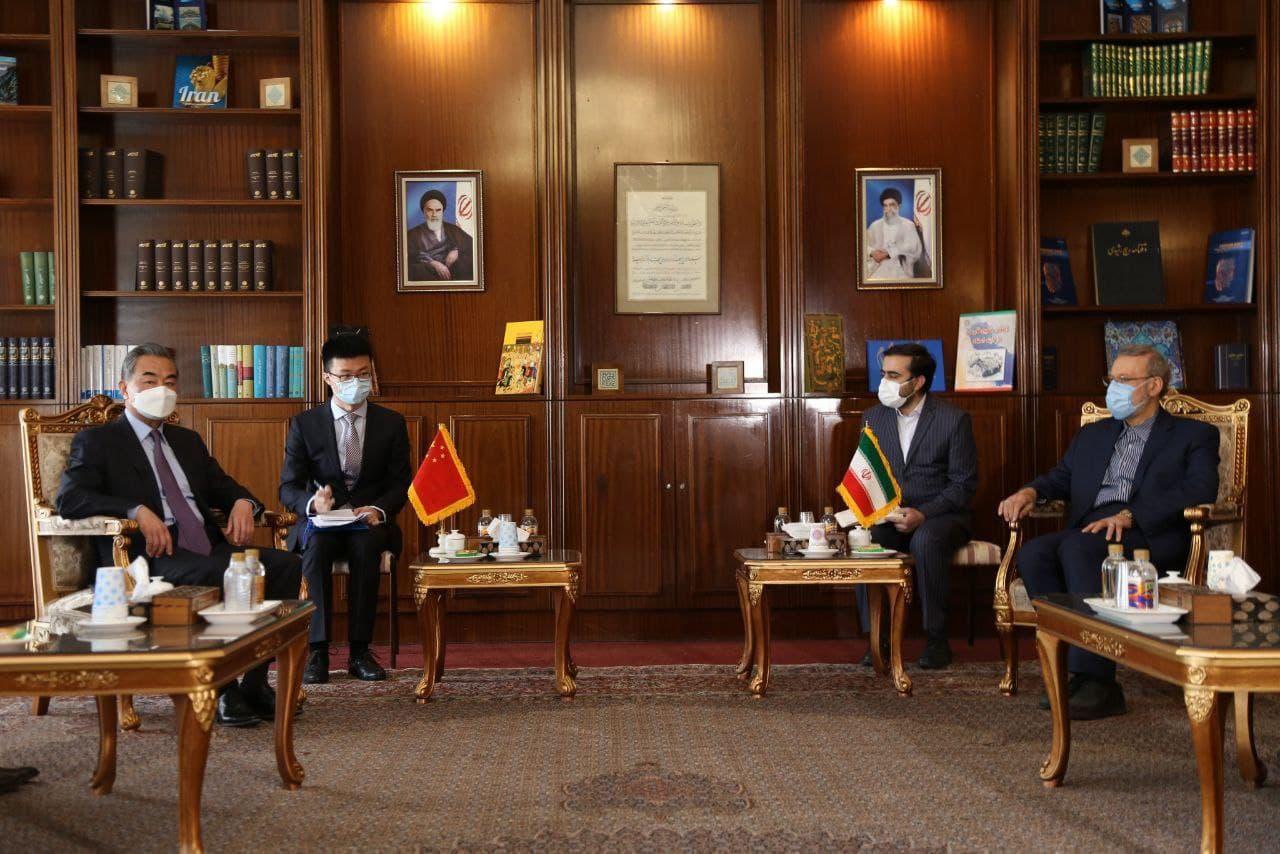 نخستین دیدار وزیر خارجه چین در تهران با علی لاریجانی