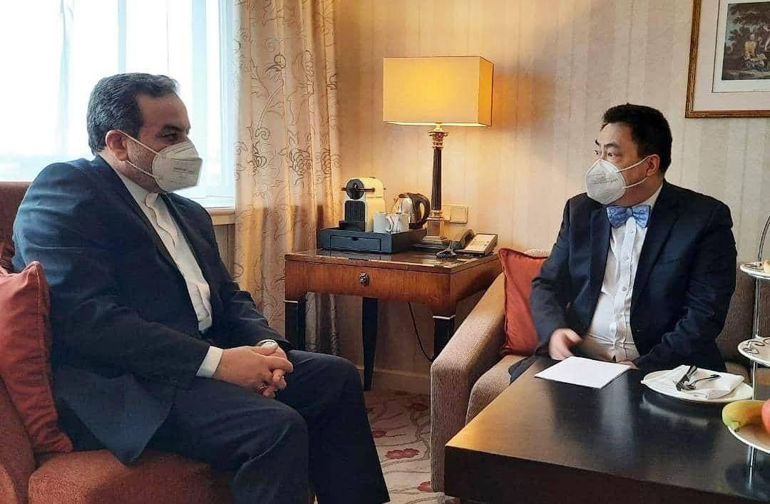 دیدار رئیس هیات چینی مذاکرات کمیسیون مشترک برجام با عراقچی