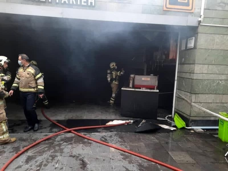 حریق در ورودی ایستگاه مترو قیطریه