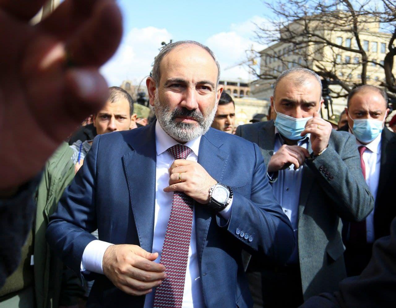 «پاشینیان» برای برگزاری انتخابات پیش از موعد ارمنستان استعفا داد
