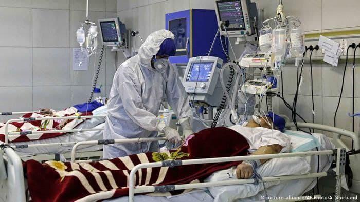 در بیمارستان برای بیماران جا نداریم، آنها را به خانه می فرستیم