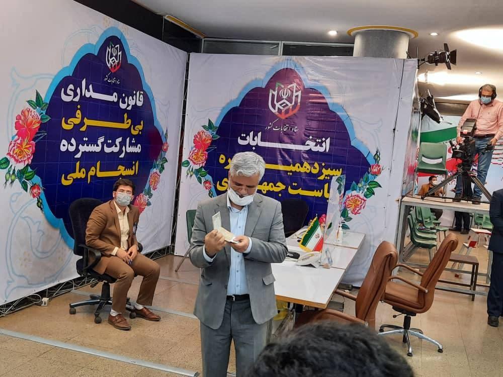 محمود صادقی در انتخابات ریاست جمهوری ثبت نام کرد
