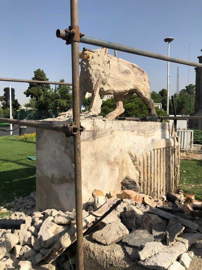 تخریب مجسمههای میدان حر تهران متوقف شد